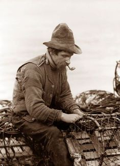 Vintage Photograph of a Fisherman, in Whitby, England. Taken by Frank Meadows Sutcliffe, pioneering Victorian photographer. Antique Photos, Vintage Photographs, Vintage Images, Old Pictures, Old Photos, Into The West, Vintage Fishing, British History, Historical Photos