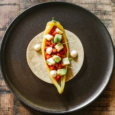 A new concept of luxury culinary art. Chef Recipes, Mexican Food Recipes, Cooking Recipes, Ethnic Recipes, Weird Food, Culinary Arts, Food Presentation, Food Plating, Catering