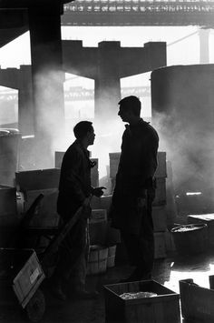 New York City. Fulton Fish Market early in the morning. Photography Cheat Sheets, Old Photography, Photography Workshops, Street Photography, Become A Photographer, Great Photographers, Magnum Photos, Documentary Photography, Shades Of Black