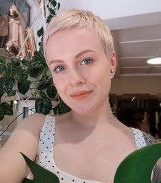 The Short Pixie Cut - 58 Great Haircuts You'll See for 2019 - Hairstyles Trends Very Short Hair, Short Hair Cuts, Pixie Hairstyles, Pixie Haircut, Mandy Moore Short Hair, Medium Hair Styles, Short Hair Styles, Short Blonde Pixie, Best Pixie Cuts