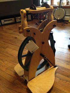 What a fabulous spinning wheel.