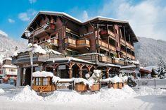 Hotel Le Samoyède is een luxe hotel dat ligt in het centrum van Morzine en op ca. 100 m van de skilift Le Pleney, die toegang geeft tot het skibebied Morzine/Les Gets. Je verblijft in hotel Le Samoyède op basis van halfpension. Dat betekent, dat je iedere ochtend een ontbijtbuffet krijgt en elke avond een heerlijk viergangendiner. Speciaal voor kinderen t/m 6 jaar is er een kindermenu. De skischool ligt op ca. 150 m en er is een skibushalte op ca. 20 m. Officiële categorie ***