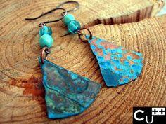 """""""Drop"""": orecchini di rame twins con patina blu e perle di cristallo."""