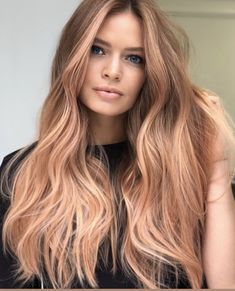 Coolest Strawberry Blonde Hair Color Shades in 2019 Bold shades of strawberry blonde hair colors for long hair styles to show off on all the special occasions and parties in this year. If you are really thinking to change your existing hair colors then we Strawberry Blonde Hair Dye, Dyed Blonde Hair, Balayage Hair Blonde, Strawberry Highlights, Strawberry Blonde Hairstyles, Stawberry Blonde, Haircolor, Reddish Blonde Hair, Auburn Blonde Hair