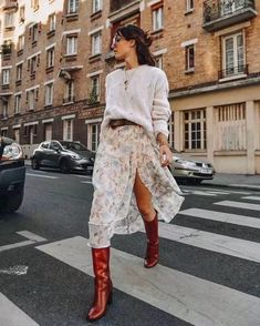 3 tips to wear your floral dress with style this winter .- 3 astuces pour porter votre robe fleurie avec style cet hiver – Glamour Paris 3 tips to wear your floral dress with style this winter – Glamor Paris - Fall Winter Outfits, Autumn Winter Fashion, Spring Fashion, Christmas Outfits, Winter Style, Mode Outfits, Fashion Outfits, Womens Fashion, Fashion Tips