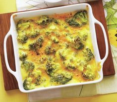 Potato Bar - Get kids to eat their broccoli with this cheesy, gooey casserole favorite. Get the recipe for Easy Broccoli Cheddar Gratin. Broccoli Gratin, Broccoli Cheddar, Broccoli Casserole, Side Recipes, Vegetable Recipes, Healthy Recipes, Dinner Recipes, Baked Potato Bar, Baked Potatoes