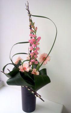 idées composition florale | Composition « bouquet d'accueil » : Saule Chaton, Touffe d' Iris ...