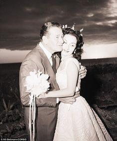 November 1, 1954:  On the same day that he divorces his first wife of seven years, Esperenza Baur, Johny Wayne marries his third wife Pilar Palette.