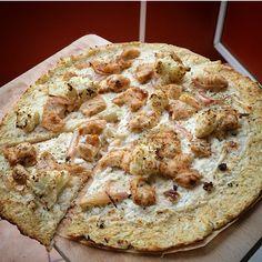 Hast du manchmal einfach Lust auf eine XXL-Pizza die aber nicht gleich so reinhaut? Dann solltest du das hier unbedingt ausprobieren! Diese dicke Pizza hat komplett tolle 382 kcal/ 56 g EW/ 17g KH …