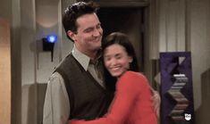 24 momentos do romance de Monica e Chandler que vão tocar seu coração