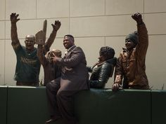 PHOTO: Green Bay Packers Honor Lambeau Leap With New Bronze Statue | FatManWriting