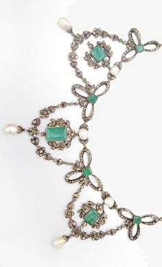 GOLD, SILVER, EMERALD, BAROQUE PEARL AND DIAMOND NECKLACE, CIRCA 1880. 12 emerald-cut emeralds and 12 pearls approx 10.65 cts & 9.2 x 6.3 to 5.7 x 4.7 mm, with silver tiara fitting, length 14 3/4 ins. #BelleEpochEmerald