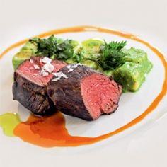 Szarvasgerinc zsenge csalános nudlival Steak, Cooking Recipes, Beef, Dishes, Drinks, Food, Meat, Plate, Beverages