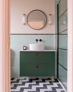 Mixing the old with the new: 7 vintage bathroom design ideas .- Mischen von Altem mit Neuem: 7 Vintage-Badezimmerdesign-Ideen, die Sie ohnmächt… Mixing the old with the new: 7 vintage bathroom design ideas that will make you pass out - Bad Inspiration, Bathroom Inspiration, Diy Bathroom, Bathroom Ideas, Bathroom Organization, Bathroom Vintage, Master Bathrooms, Bathroom Mirrors, Bathroom Cabinets