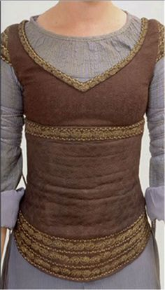 Eowyn bodice. I really like the look of this thing. Want to much. If I ever cosplay anyone, it would be Eowyn, she had such beautiful gowns!