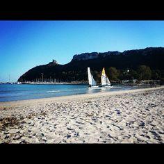 Che ne dite di imparare ad andare a vela? Al Poetto di #Cagliari ad esempio. - taken by @sardegna_com - via http://instagramm.in
