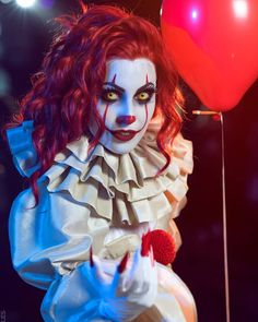 jellyfish Cute and freaky Miss Pennywise Creepy Clown Makeup, Clown Halloween Costumes, Up Halloween, Couple Halloween, Halloween Cosplay, Clown Costume Women, Costumes For Women, Evil Clowns, Scary Clowns