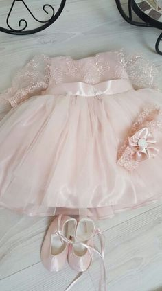 Rochiță botez Baby Frocks Designs, Frock Design, Baby Gown, Baby Girl Fashion, Sewing Hacks, Tulle, Flower Girl Dresses, Gowns, Wedding Dresses