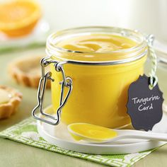 Gluten free - Vegetarian - Tangerine Curd This sweet and tangy spread is perfect for seasonal winter citrus fruit and makes a wonderful gift. Tangerine Recipes, Dessert Recipes, Desserts, Quick Dessert, Jelly Recipes, Jam Recipes, Recipies, Cake Fillings, Gastronomia