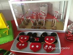Cakepops de chocolate y Galletas de vainilla de Mickey Mouse. Chocolate Cakepops and Mickey Mouse vainilla Cookies.