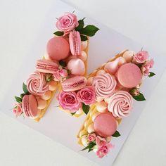 Second Birthday Cakes, Happy Birthday Cakes, Cake & Co, Cake Art, Birthday Table Decorations, Cupcake Cakes, Cupcakes, Beautiful Birthday Cakes, Biscuit Cake