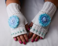 Warm white fingerless gloves with flower.Perfect by KaringaGoods Wrist Warmers, Hand Warmers, Handmade Christmas, Christmas Gifts, Birthday Presents For Her, Fingerless Gloves Knitted, Christmas Birthday, Cold Weather, Knitting
