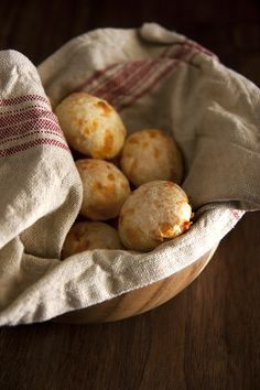 Pão de Queijo (Brazilian Cheese Breads) from @Globetrotter Diaries