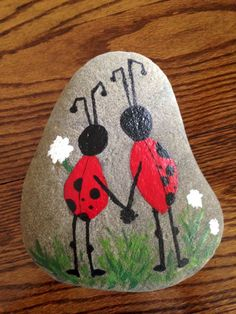 70 diy painted rock for first apartment ideas (53)