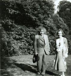 Einstein, Albert (1879-1955), Königin Elisabeth von Belgien (1876-1965) in Laeken (Belgien)