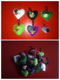 Corazones de fieltro - Material: fieltro, botones, hilo de bordar, aguja, tijeras, cinta y guata