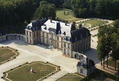 Château de La Motte-Tilly, vue aérienne prise du sud-est - South-east Aerial Perspective - mid 18th Century. [source: www.Regards.Monuments-Nationaux.fr; Portfolio Collection of Regional Monuments]