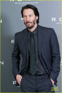 keanu reeves 47 ronin munich photo call 13 Keanu Reeves is handsome in a black suit while attending a photo call for his latest film 47 Ronin held at Hotel Bayerischer Hof on Friday (January 17) in Munich,…