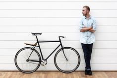is a bicycle concept for people who want a bike to be a convenient means of transportation and a product with high aesthetic value. Electric Tricycle, Folding Bicycle, Bike Photo, Yanko Design, Bike Frame, Design Competitions, Fixed Gear, Photoshoot Inspiration, Creative Inspiration