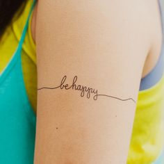 Straight thin line around the back of arm and towards the inside it loops into an ampersand