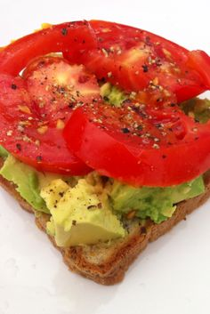 Lunch. Avocado tomato pepper salt an lemon… The uuuuusual...