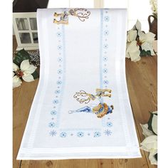 Reindeer and Gnome Table Runner - Cross Stitch, Needlepoint, Embroidery Kits – Tools and Supplies