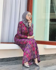 Hijab Fashion - In Hijaber Beautiful Hijab Girl, Beautiful Muslim Women, Modern Hijab Fashion, Muslim Women Fashion, Women's Fashion, Arab Girls Hijab, Girl Hijab, Hijab Prom Dress, Kebaya Hijab