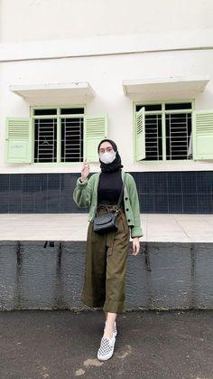 Hijab Fashion Summer, Modern Hijab Fashion, Street Hijab Fashion, Hijab Fashion Inspiration, Ootd Fashion, Fashion Outfits, Casual Hijab Outfit, Ootd Hijab, Cute Casual Outfits