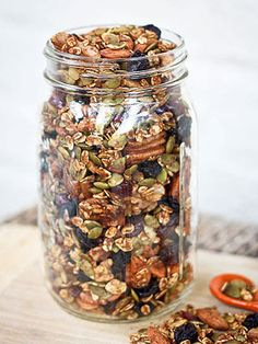 This pumpkin spice trail mix is loaded with a variety of nuts, dried fruit and a pumpkin spice flavor. Snack by the handful or use as a topping for yogurt. rezepte selber machen mix mix bar mix bar wedding mix recipes mix recipes for kids Trail Mix Recipes, Snack Recipes, Breakfast Recipes, Vegan Recipes, Pumpkin Recipes, Fall Recipes, Fall Snacks, Fall Treats, Lunch Snacks