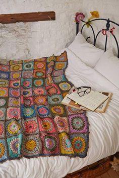 Beautiful crochet blanket by Magda de Lange @ Pigtails - pattern available in Simply Crochet Issue 23 = sooooo pretty! Crochet Squares, Crochet Granny, Knit Crochet, Free Crochet, Granny Square Crochet Pattern, Crochet Crop Top, Crochet Afghans, Crochet Cardigan, Crochet Motif