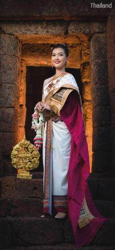Thai wedding dress: The national costume of Thailand | THAILAND 🇹🇭 Thai Traditional Dress, Traditional Wedding Dresses, Thailand National Costume, Thai Wedding Dress, Sari, Victorian, Costumes, Fashion, Guys