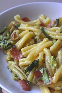 Casarecce con zucchine e speck (Casarecce with zucchini and bacon) Fusilli, Italian Pasta, Italian Dishes, Italian Recipes, Pasta Recipes, Cooking Recipes, Healthy Recipes, Italian Main Courses, Enjoy Your Meal