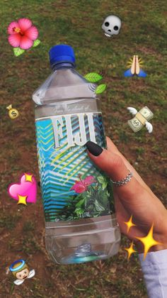 fiji water in hand Water Challenge, Tumblr Relationship, Insta Snap, Hoe Tips, Susa, Fiji Water, Instagram And Snapchat, Just Girly Things, Snapchat Filters