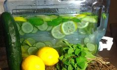 it's good :) Flat Belly Water :: Lemon / Cucumber / Mint / Ginger….plus the health benefits of each. Detox Drinks, Healthy Drinks, Healthy Tips, Healthy Choices, Healthy Water, Flat Belly Water, Health And Beauty, Health And Wellness, Mental Health