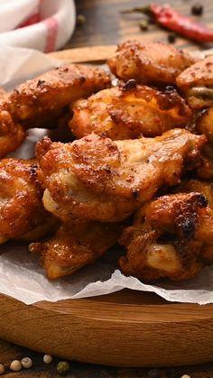 Crispy Chicken Wings, Marinade For Chicken Wings, Oven Baked Chicken Wings, Crockpot Chicken Wings, Oven Wings, Chiken Wings, Chicken Wing Seasoning, Chinese Chicken Wings, Boneless Chicken Wings