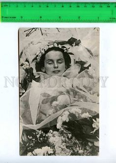 197922 RUSSIA BALLET ANNA Pavlova in a coffin old photo
