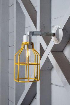 appliques extérieures, applique lampe cage jaune, bras métallique