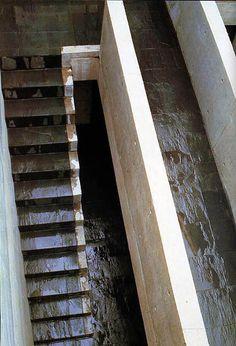 Ananas à Miami: Row House (Azuma House) 住吉の長屋 by Tadao Ando 安藤忠雄 Tadao Ando, Patio Interior, Interior Stairs, Casa Azuma, Casa Farnsworth, Stairs To Heaven, Stone Stairs, Courtyard House, Wooden Stairs