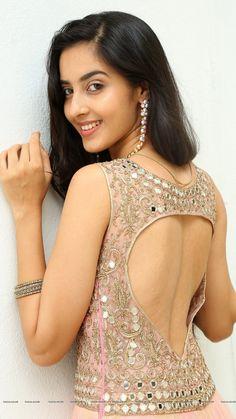 Beautiful Girl Indian, Beautiful Saree, Beautiful Indian Actress, Beautiful Actresses, Stylish Girl Images, Stylish Girl Pic, Saree Backless, Beautiful Girl Image, Gorgeous Women
