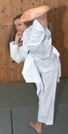Korean Martial Arts, Martial Arts Women, Mixed Martial Arts, Girl Soles, Karate Kick, Shotokan Karate, Kyokushin, Female Martial Artists, Mixed Wrestling